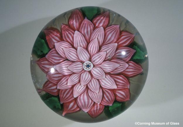 Floral Paperweight Compagnie des Cristalleries de Saint Louis, Late 1800s